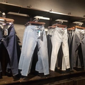 Jeans von Superdry / Mode-Basics in den MÜNSTER ARKADEN
