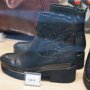 Entdecke neue Herbstmode in den MÜNSTER ARKADEN wie diese Stiefel im Trendmaterial Leder von Tamaris.